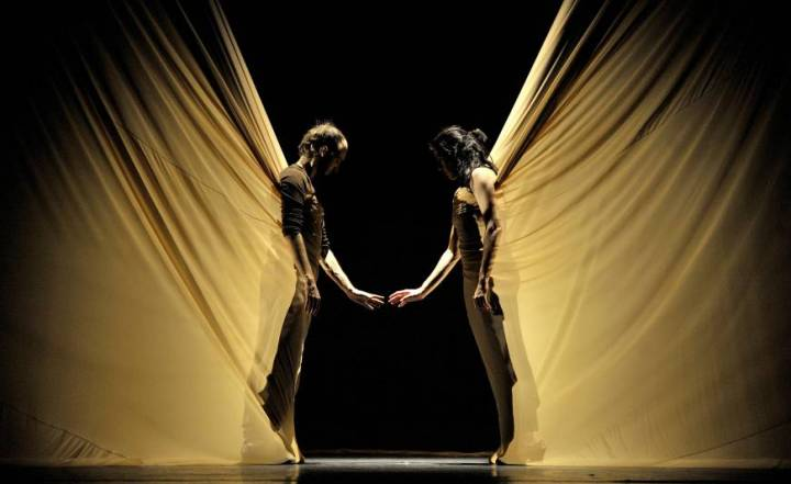 Force and fragility meet and merge in 'Dunas'